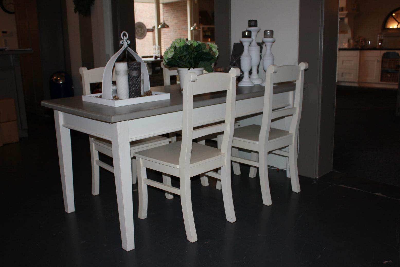 Eettafel stoelen grijs met armleuning en wieltjes in nuenen